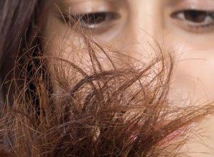ecco alcuni rimedi efficaci per i capelli sfibrati