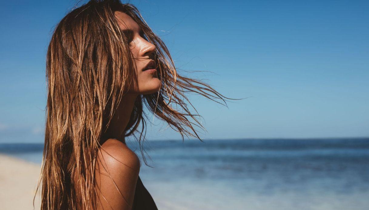 Come proteggere i capelli al mare
