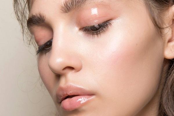 Come realizzare un make up glossy sugli occhi