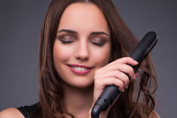 Piastra per capelli: Classifica delle Migliori al mondo [Test 2020]