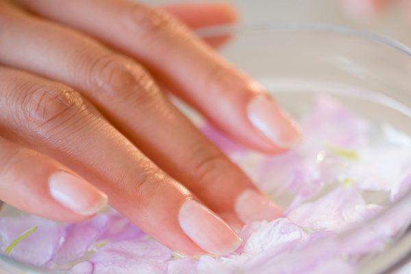 Rinforzanti unghie: migliori trattamenti secondo la scienza