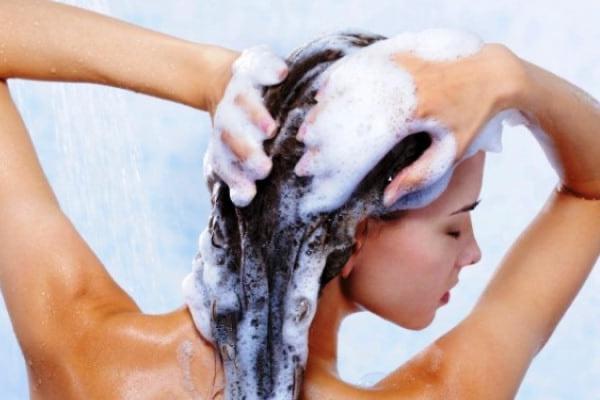 Shampoo ristrutturante: Migliori 7 consigliati dalla scienza [Testati]