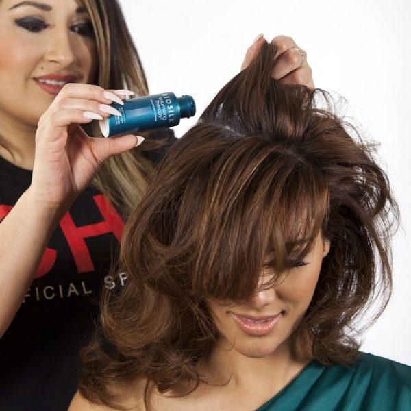 Applicazione polvere per capelli