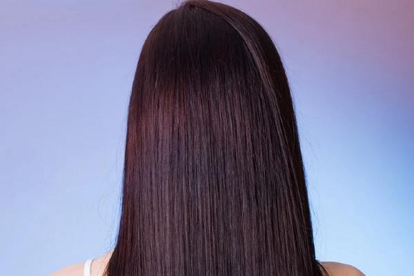 Tiraggio capelli: cos'è e come si fa [Guida completa]