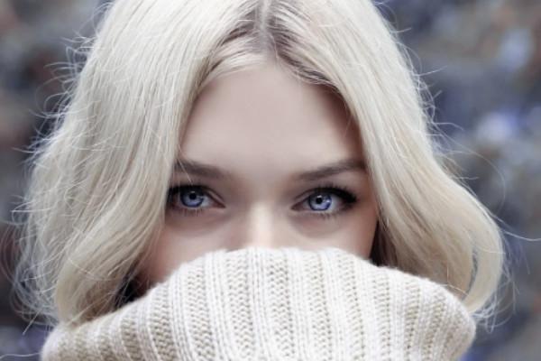 Capelli biondo freddo: i segreti per eliminare il giallo