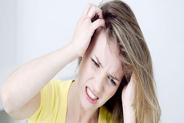 Croste sul cuoio capelluto: cause e rimedi per eliminarle